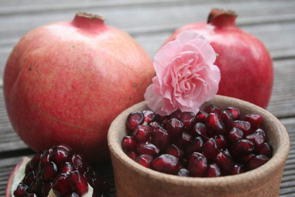 Snacking pomegranate for kids – pearls of juicy deliciousness