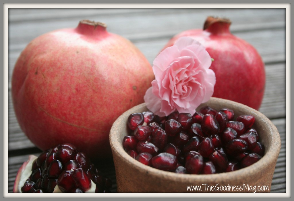 Snacking pomegranate for kids - pearls of juicy deliciousness